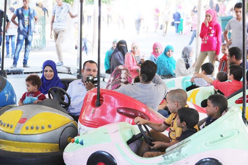 Египетские семьи имея потеху стоковое изображение rf