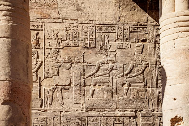 Египетский старый висок Philae Асуана hyeroglyphics стоковое фото