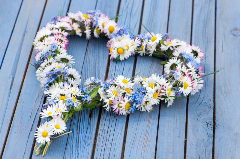 легко редактируйте сердце цветка к стоковое изображение