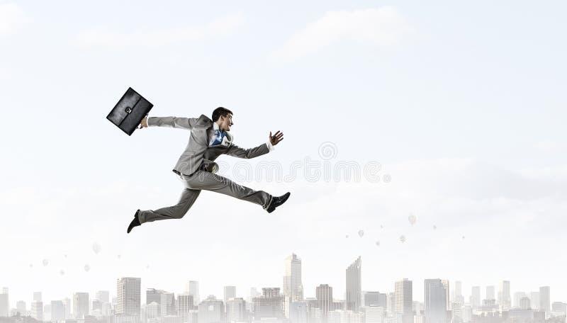 Download Его активная позиция в жизни Мультимедиа Стоковое Фото - изображение насчитывающей мужчина, успех: 81807898