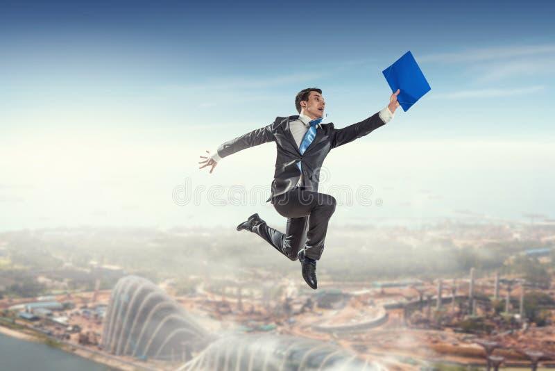 Download Его активная позиция в жизни Мультимедиа Стоковое Фото - изображение насчитывающей актеров, concept: 81807908