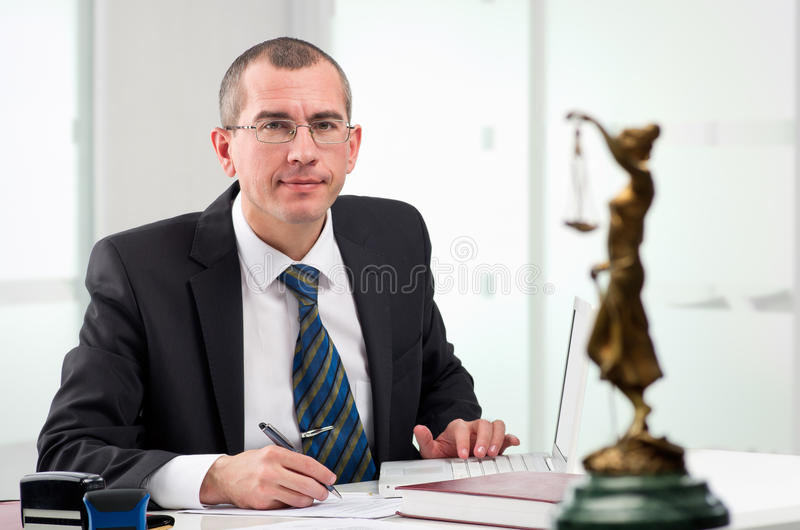 его рабочее место законоведа стоковое изображение rf