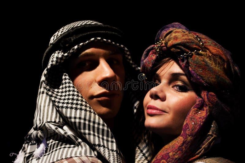 формы сценка шейх и его жены делятся сегменты, они