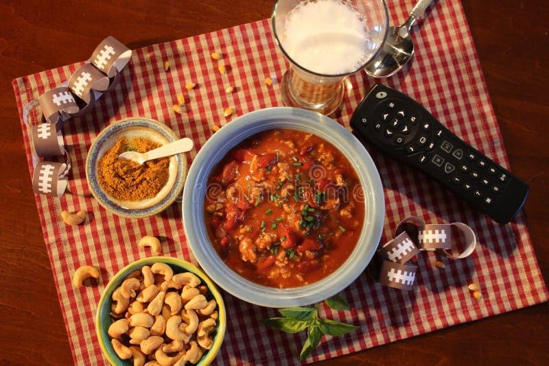 Еда воскресенья Супер Боул включает шар Chili стоковая фотография