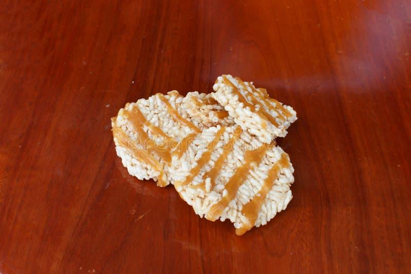 Еда детали крупного плана торта жареных рисов стоковые изображения rf