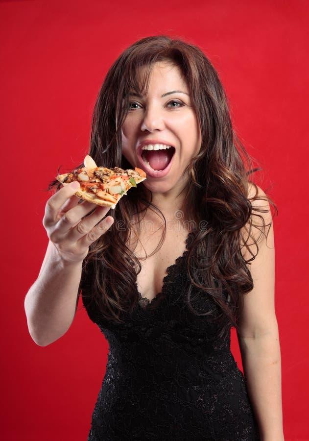 еда женской пиццы стоковая фотография
