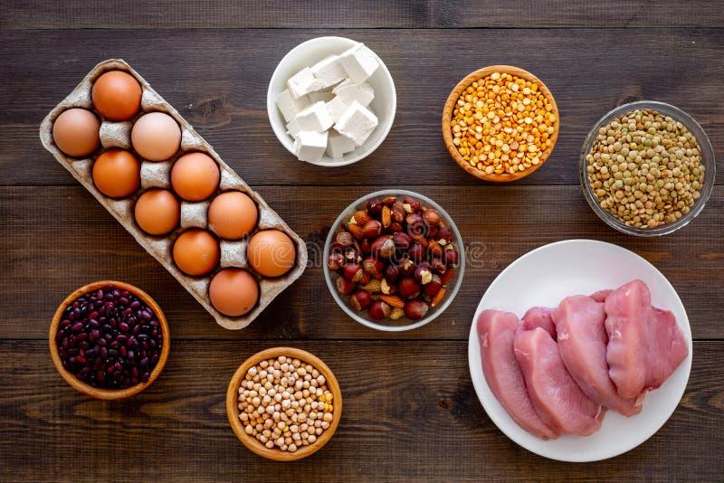 еда здоровая Протеин и волокно продуктов богатые Бобы, гайки, низко-тучный сыр, встреча, яичка Сырцовые фасоли, нуты, чечевица стоковое изображение