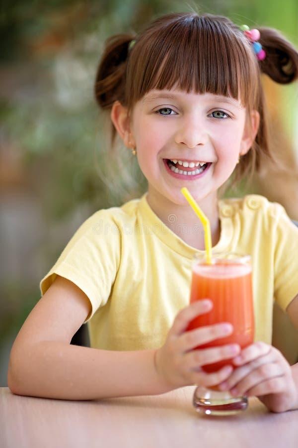 Еда и принципиальная схема питья стоковые изображения rf
