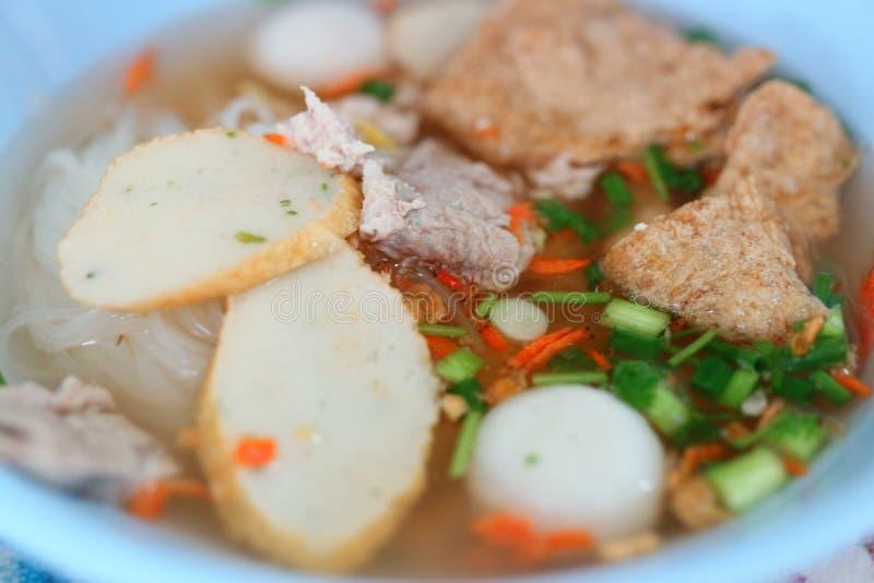 Еда конца-вверх, лапши свинины, отвар овоща, очень вкусная закуска, ази стоковая фотография