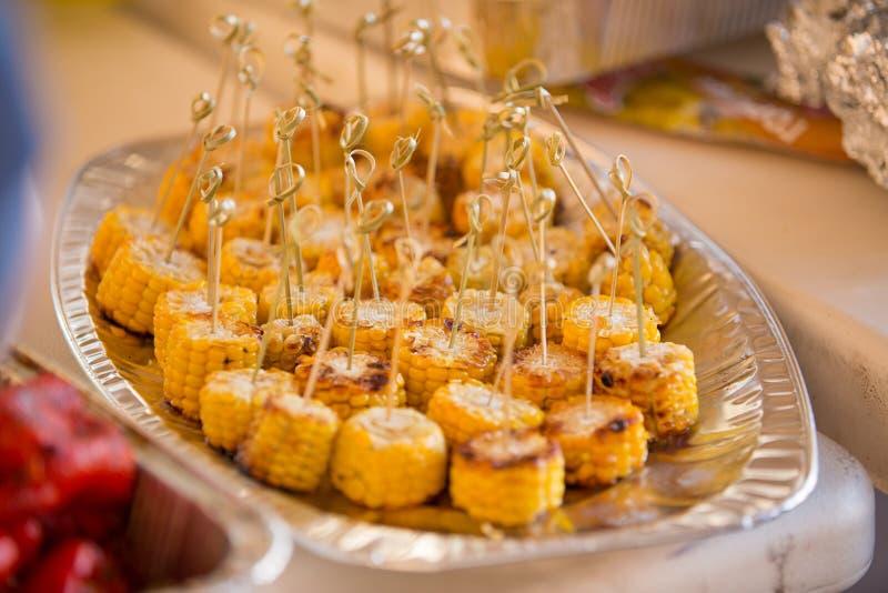 Еда лета Идеи для партий барбекю и гриля стоковые изображения