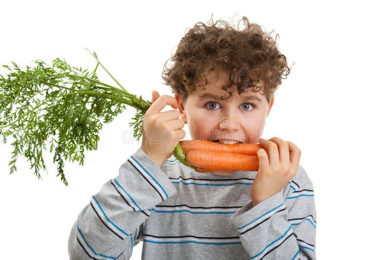еда моркови мальчика свежая стоковая фотография rf