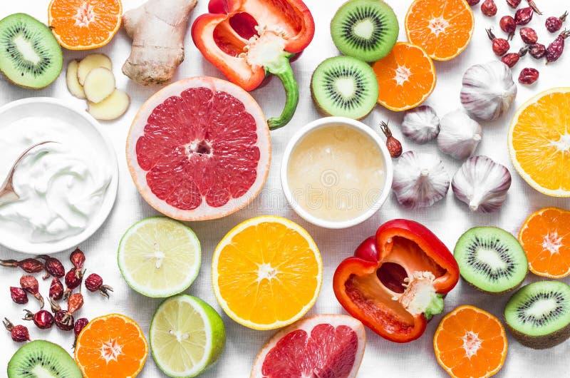 Еда невосприимчивости поддерживая установила на светлую предпосылку Здоровая концепция образа жизни, предохранение зимы холодов П стоковые фотографии rf