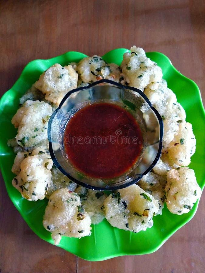 Еда очень вкусного cireng индонезийская - традиционная еда от Бандунга, индонезийца стоковое фото rf