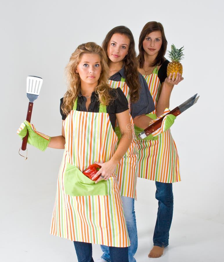 еда подготовляя женщин стоковое изображение