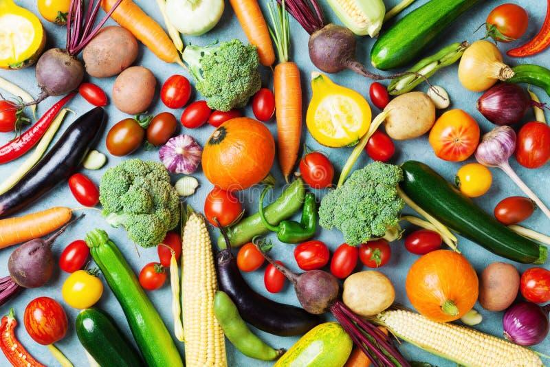 еда предпосылки здоровая Взгляд сверху овощей и урожая осени стоковое фото rf