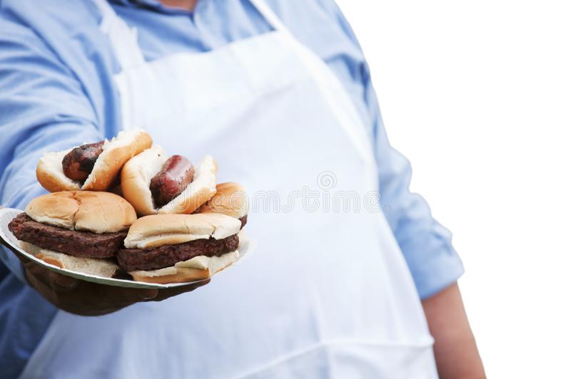 Еда приготовления на гриле шеф-повара снаружи стоковая фотография rf