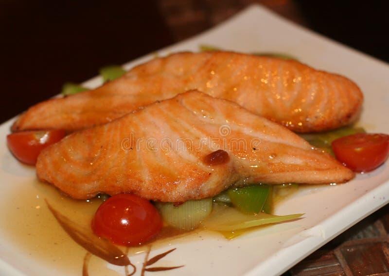 Еда рыб на плите стоковое фото rf