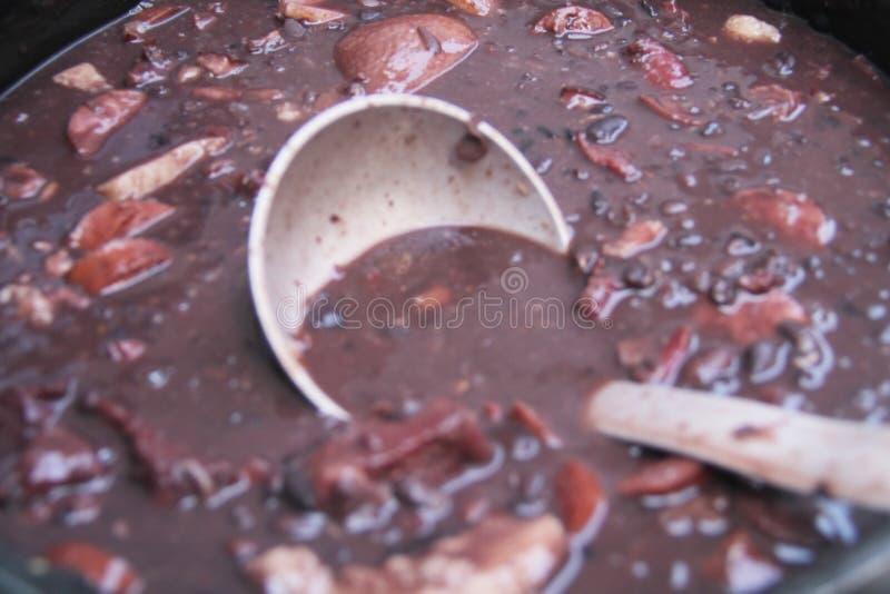Еды рецепта еды Feijoada фасоли Сан-Паулу Бразилия традиционной бразильской черные стоковые фото