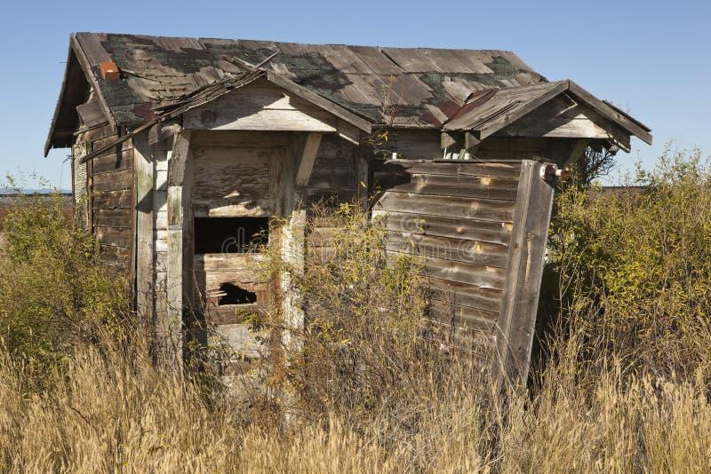 ее его прерия outhouse стоковое изображение rf
