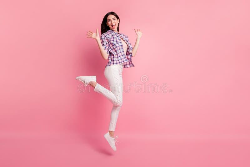 Ее полнометражного бортового фото размера тела профиля изумительное красивое она дама скачет высокие ботинки носки праздника парт стоковая фотография rf