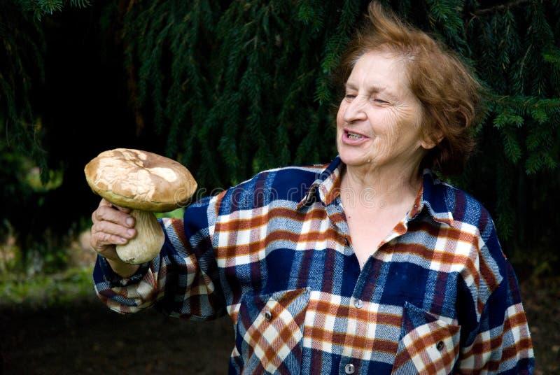 ее старая показывая женщина трофея стоковая фотография rf