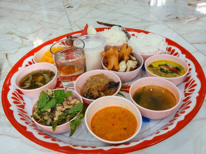Ежедневная тайская еда кухни в плите стоковые фотографии rf