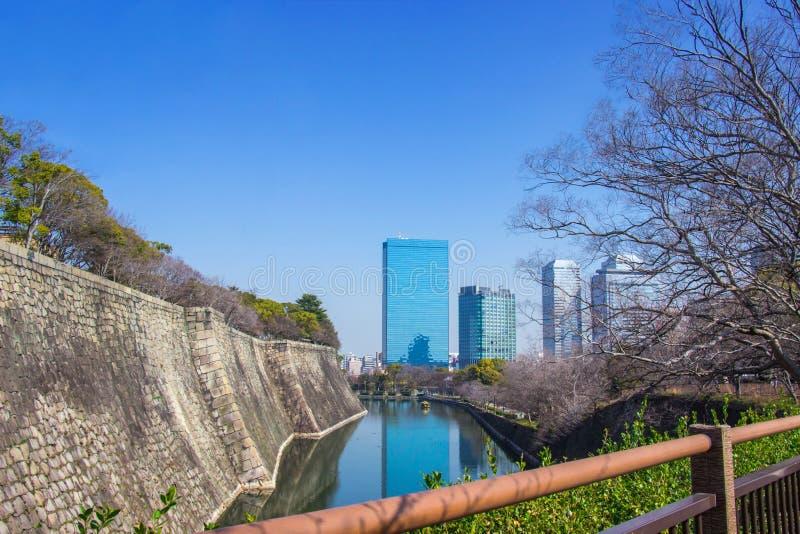 Езда шлюпки вокруг рова для sightseeing замок одно Осака большинств известных ориентир ориентиров Японии стоковые фото