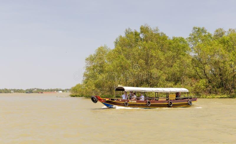 Езды туристской шлюпки на перепаде Меконга во Вьетнаме стоковое фото rf