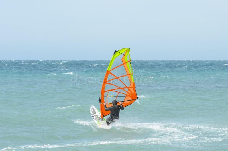 Езды Windsurfer в Чёрном море Anapa, Россия стоковые фотографии rf