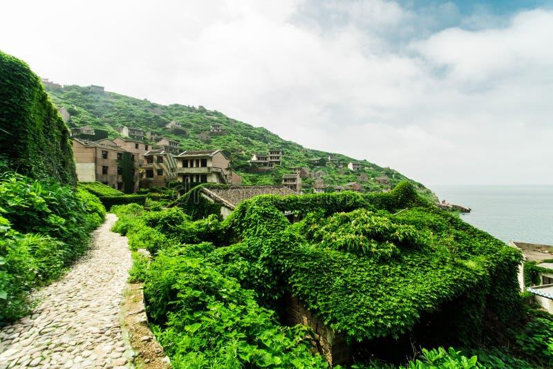 дезертированная деревня моря стоковая фотография rf