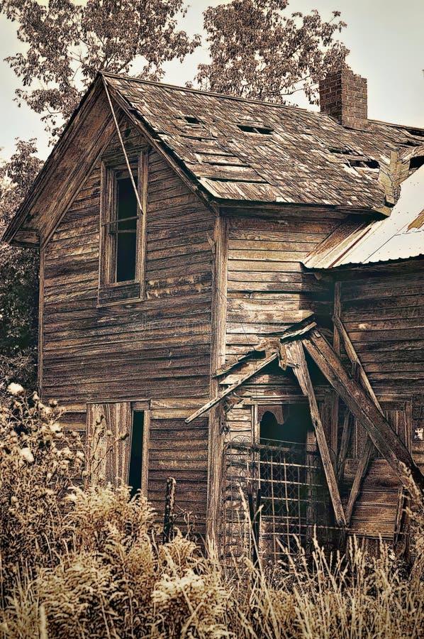 дезертированная дом старая стоковое изображение rf