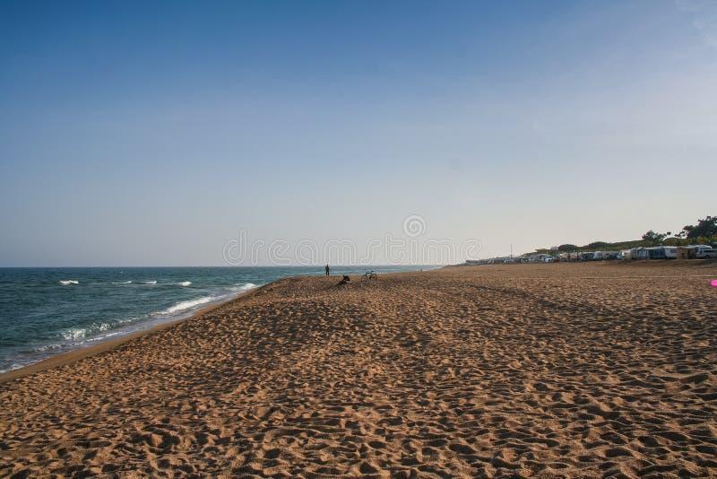 дезертированный пляж стоковые изображения