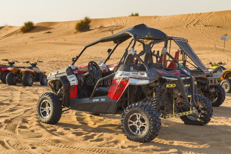 Езда в багги дюны в сафари пустыни стоковое фото rf