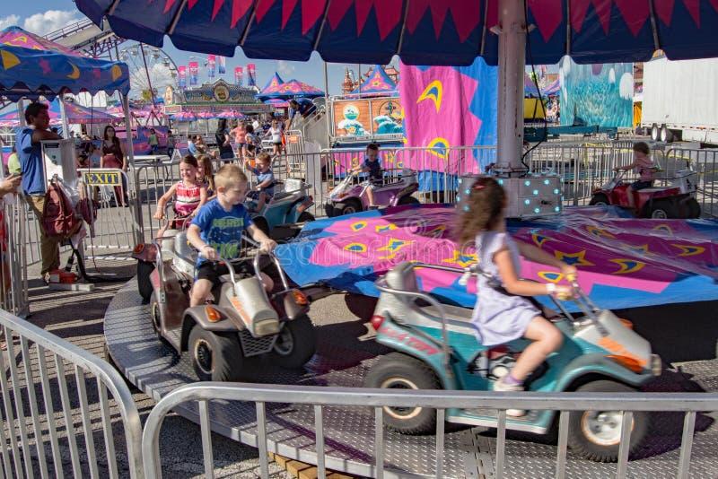 Езда масленицы детей стоковая фотография