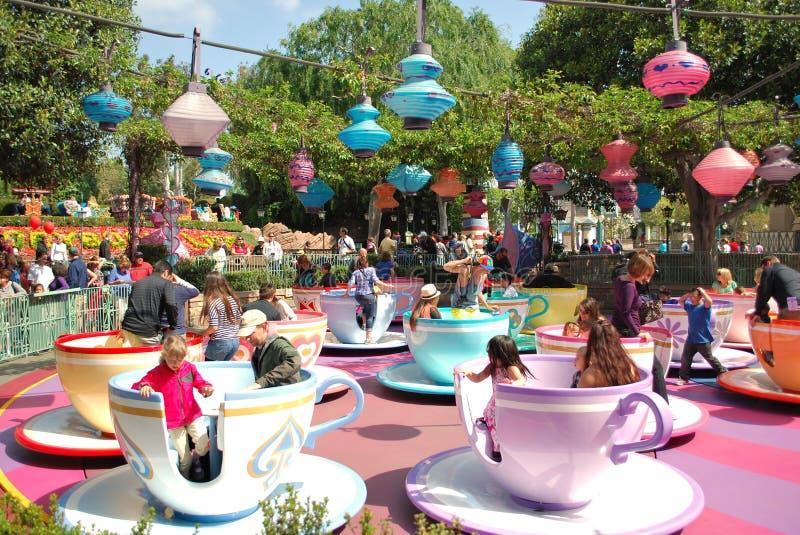Езда чашки чая в Fantasyland на Диснейленде, CA стоковая фотография