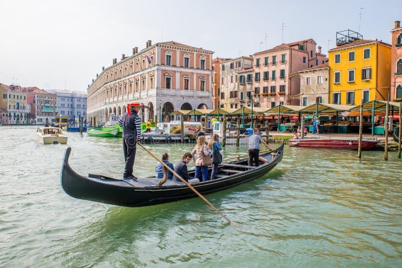 Езда Traghetto в Венеции, Италии стоковое фото