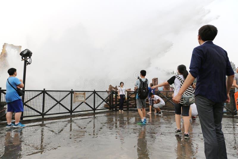 Езды воды популярны в счастливой долине Пекине стоковая фотография rf