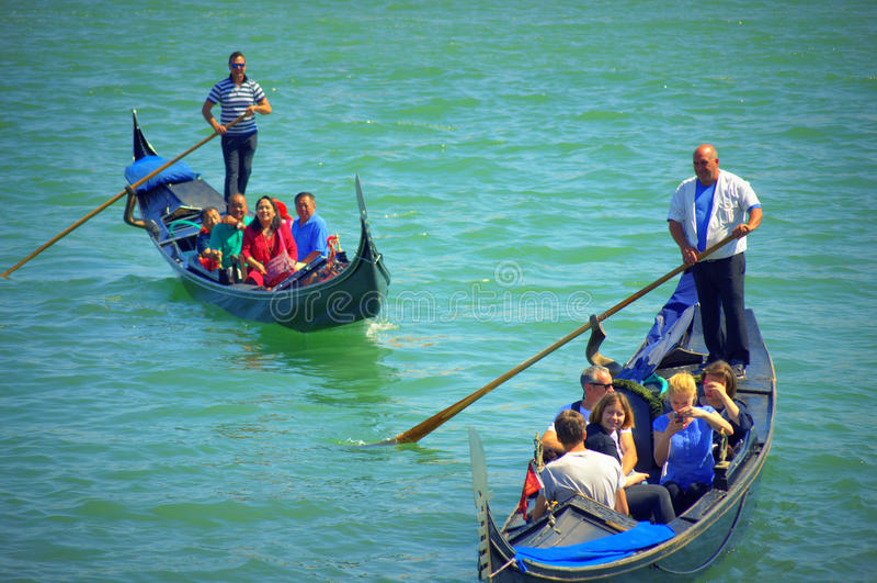 Езды Италия гондол туристов стоковая фотография