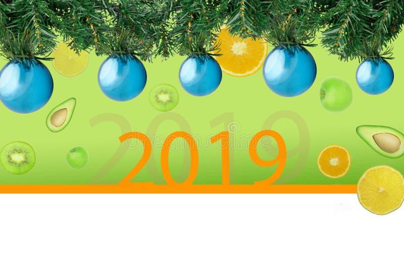 Ель рождества с шариками украшения голубыми на фоне плодов стоковое фото rf