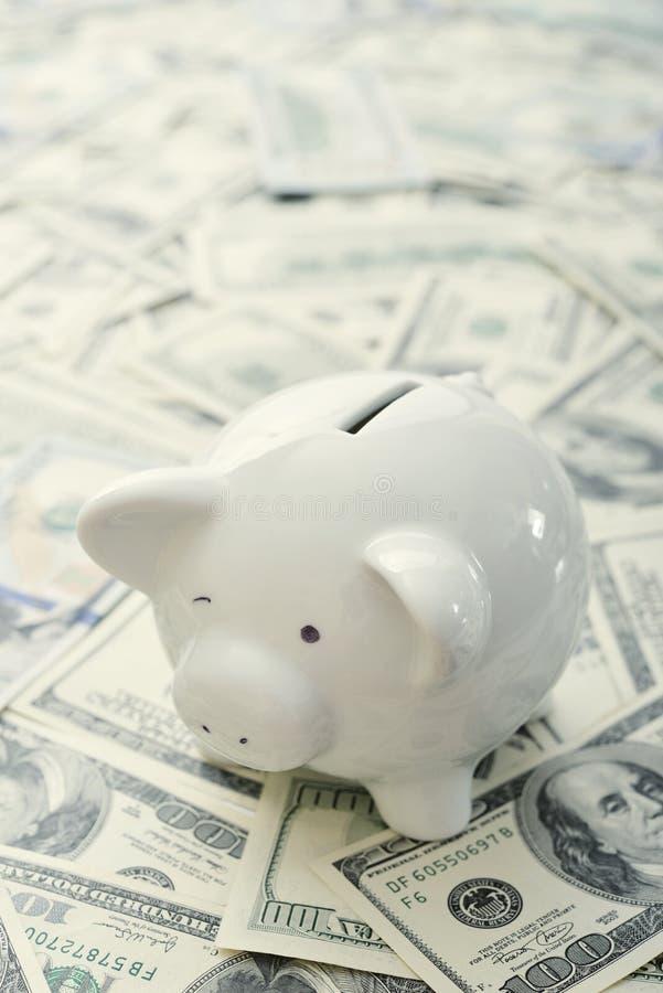 Download деньги банка piggy стоковое изображение. изображение насчитывающей удачливейше - 40588099