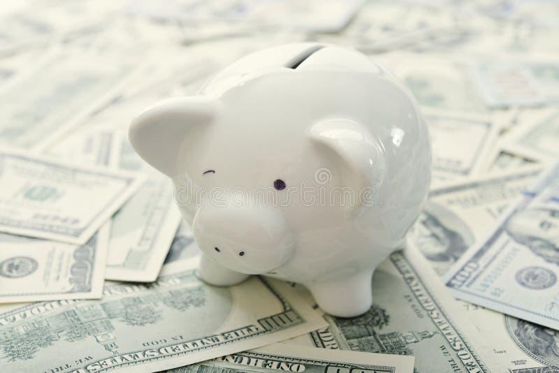 Download деньги банка piggy стоковое изображение. изображение насчитывающей скудость - 40588101