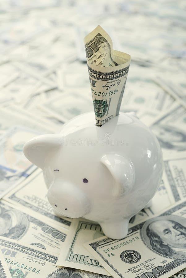 Download деньги банка piggy стоковое фото. изображение насчитывающей задолженность - 40588116