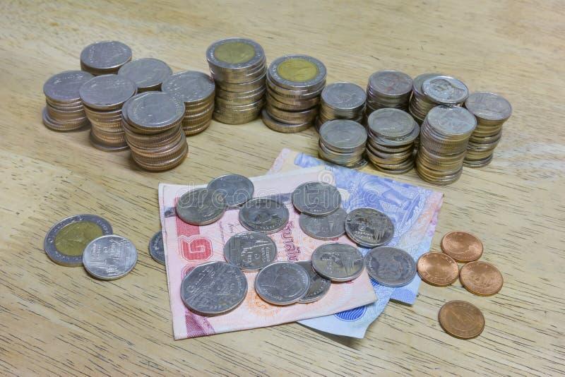 деньги монетки кредиток тайские стоковое изображение