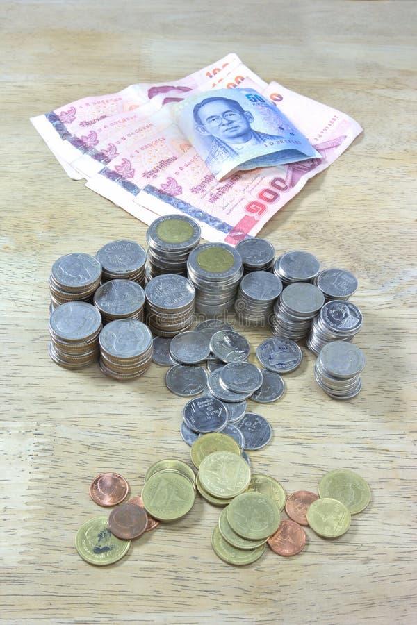 деньги монетки кредиток тайские стоковое фото