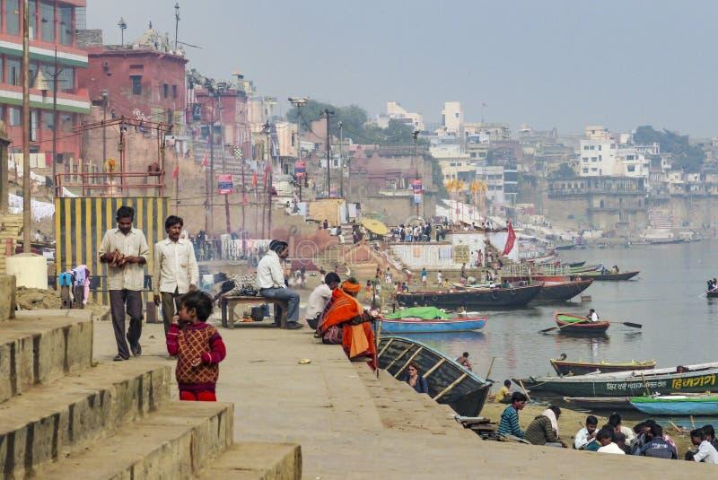 день города каждое ganga держало запиток мытья varanasi реки святейших людей сами ритуальный стоковое изображение rf
