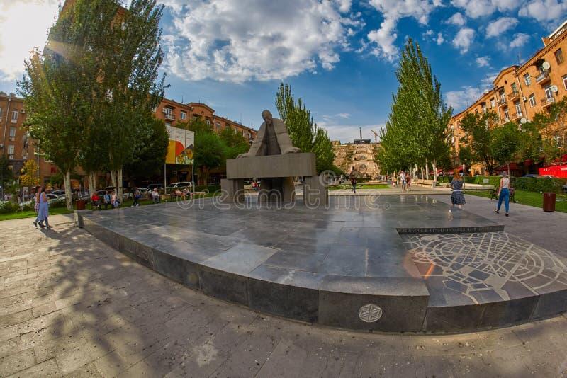 Ереван, АРМЕНИЯ - известные парк и лестница каскада в Erevan стоковое фото