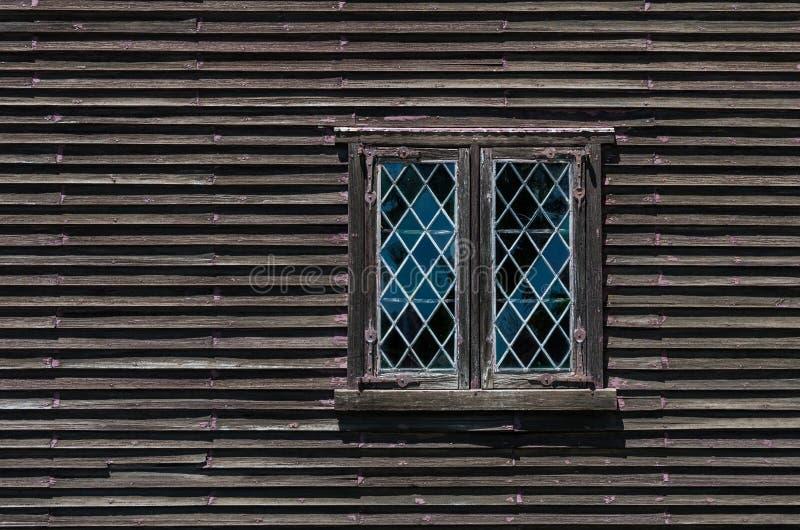 Download деревенские окна стоковое фото. изображение насчитывающей древесина - 81806768