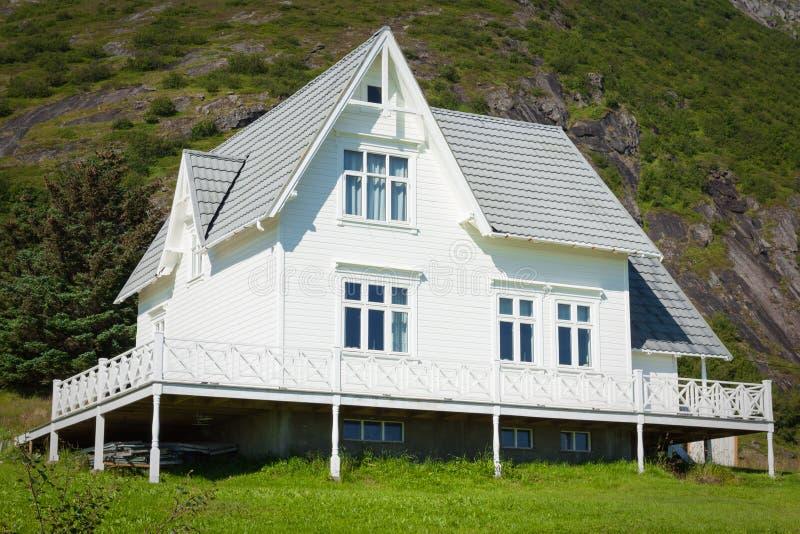 деревянное Норвегии зодчества домашнее старое белое домашняя белизна стоковая фотография rf