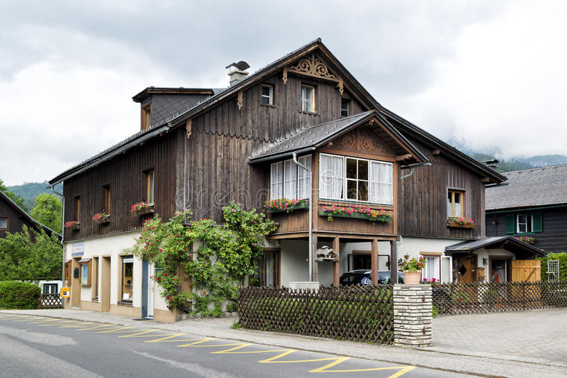 деревянное дома традиционное стоковое фото