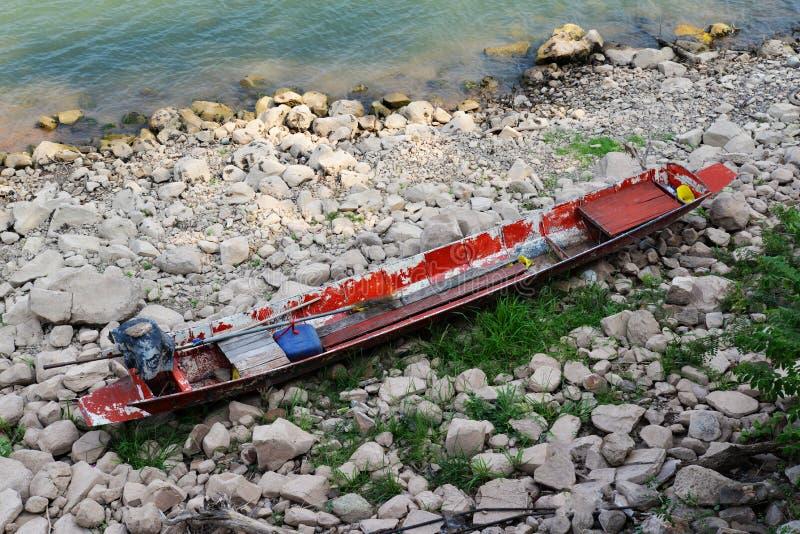 деревянное шлюпки красное стоковое фото